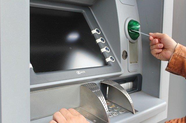 Hukum Menggunakan Uang Hasil Bunga Bank
